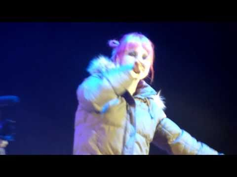B.o.B - Airplanes ft. Hayley Williams (London O2 Arena 13/11/2010)
