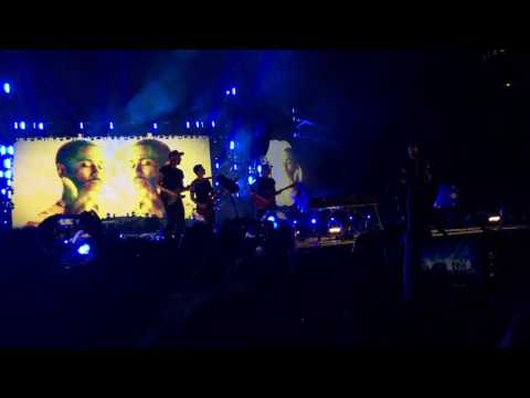 "Coldplay play in Milan for the very first time ""Miracles (Someone Special)"" feat. Big Sean [HD]"
