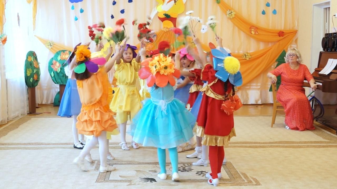 Танец цветы детского сада