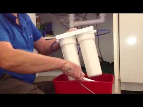 how to change water filter cartridges under sink