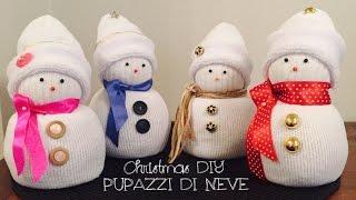Pupazzi di neve realizzati con un calzino e del riso, tutto facilmente reperibile in casa! bellissimi come idee regalo per natale o addobbare la nostra c...