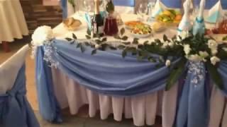 Бело-голубое украшение свадьбы Кафе