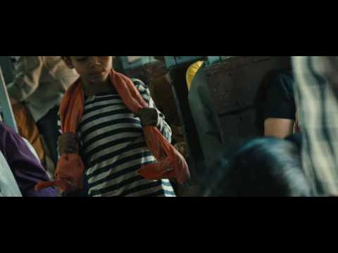 Slumdog Millionaire Film Clip - The Boys On A Train