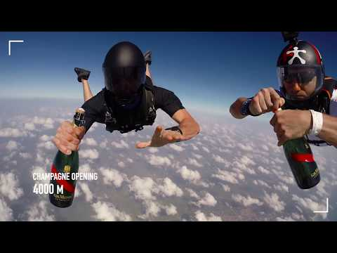 MUMM CHAMPAGNE presents : how to open a bottle of Mumm Grand Cordon while skydiving ?