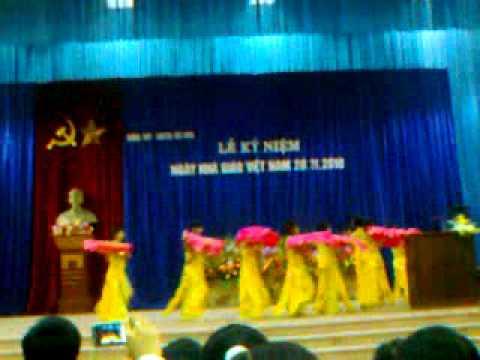 Múa : Hoa thơm bướm lượn.. Văn (09-012) Chuyên Bắc Ninh