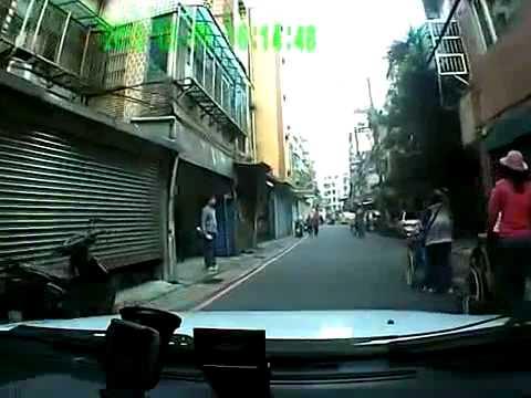 Clip  Một học sinh bị văng ra khỏi xe bus