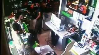Tingkah Lugu Gadis Kecil di Toko terekam CCTV