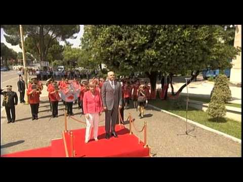 Angela Merkel mbërrin në Tiranë, takim me Ramën në Kryeministri- Ora News- Lajmi i fundit-