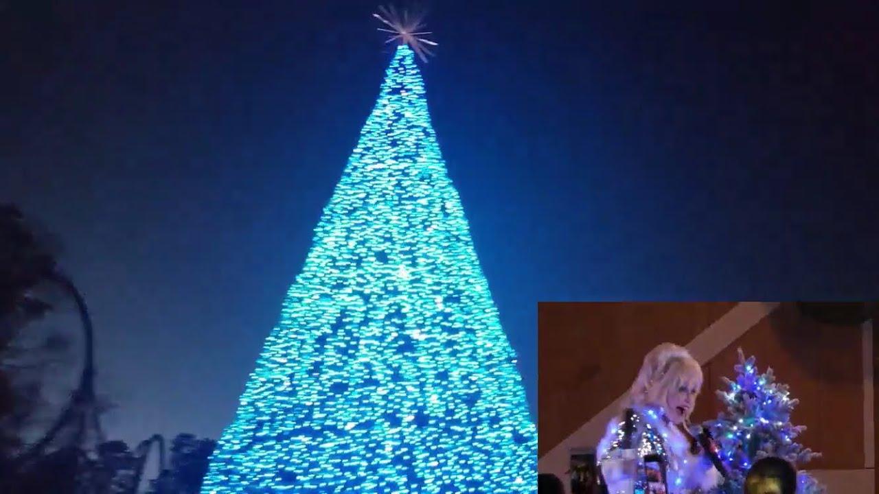 Dollywood Christmas.Dollywood New Glacier Ridge Tree Lighting Ceremony With Dolly Parton Smoky Mountain Christmas