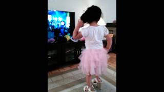4-year-old dances adorably dances to salsa music
