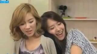 Taeyeon & Yoona - 120101 YoonA gives Taeyeon a back hug SNSD @ Cut funny