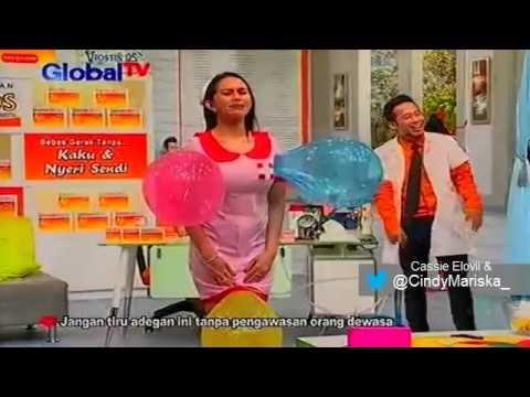 Kartika Putri Dihukum Jepit Balon Sampai Meletus D'Klinik Show (30 November 2015)