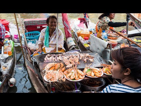 Thai Food at Amphawa Floating Market – Thailand SEAFOOD FEAST Cooked on a Boat!