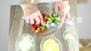 Салат с помидором, огурцом, сыром и майонезом