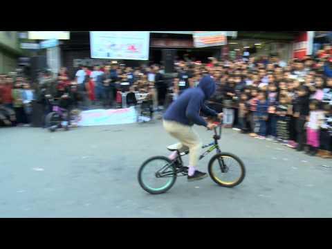 Bicycle and yo-yo st
