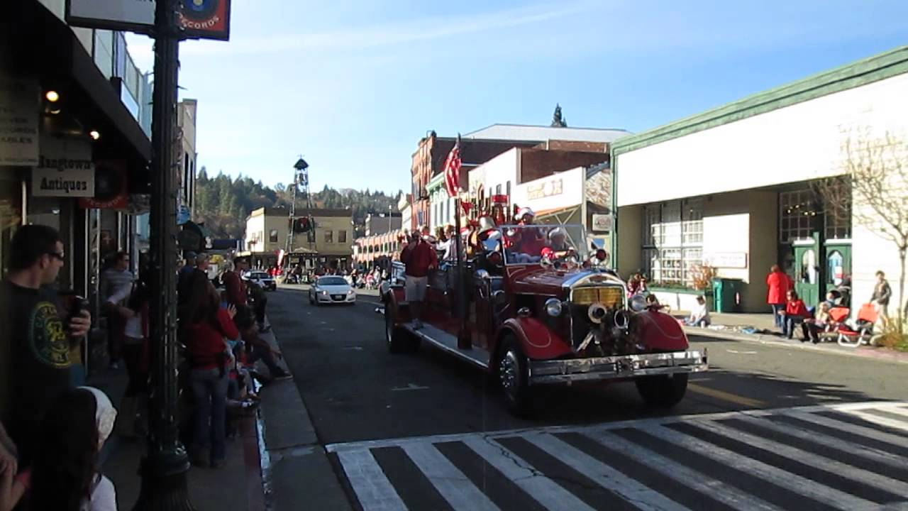 Placerville Christmas Parade Calliope - YouTube