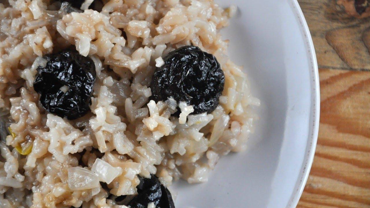Orez cu prune uscate cu ceapa, reteta de post, gustoasa si simpla - varianta sarata