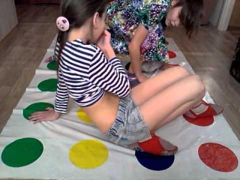 Играем в Twister с Настей