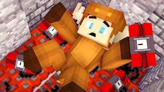 TNT TRAP IN MINECRAFT BED WARS! (MINECRAFT TROLLING)