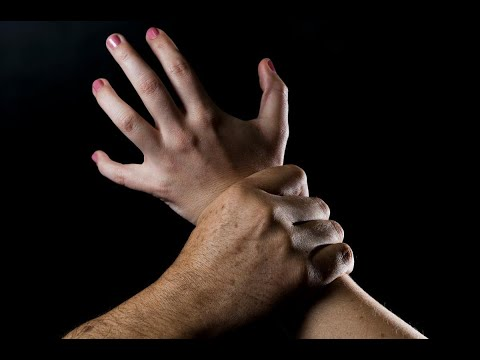 أخبار عربية | #تونس: ثلاثة شباب يتناوبون على اغتصاب خمسينية مقعدة  - نشر قبل 1 ساعة