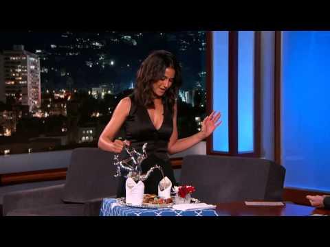 ممثلة هوليودية مغربية تعرض الشاي المغربي على قناة امريكية