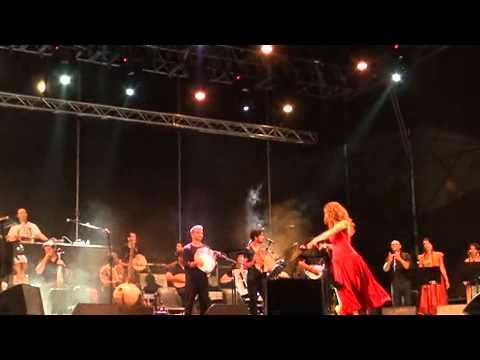 """Orchestra popolare NdT & Ludovico Einaudi, """"Pizzica di Aradeo"""" - Bari, 30 giugno 2012"""