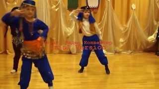 Детский танец  Восточные сказки(Интересное видео. Дети в детском саду танцуют красивый восточный танец., 2013-10-10T21:12:53.000Z)