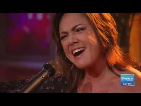 'Ni Blanco Ni Negro' - Claudia Brant en Despierta America / Univision (live/en vivo)