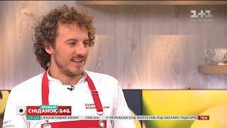 """Кулінар Євген Клопотенко готує мітболи в томатному соусі у прямому ефірі """"Сніданку з 1+1"""""""