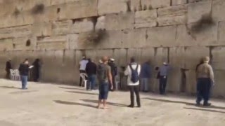 BegTheLord.com - передача записки в Стену Плача в Иерусалиме в феврале 2016 года(На видео продемонстрировано как сотрудник BegTheLord перед вложением записки в Стену Плача снимает видео. http://ru..., 2016-03-18T07:36:26.000Z)