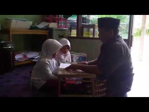 siswi MI syaichona Cholil Balikpapan Bershodaqoh produktif