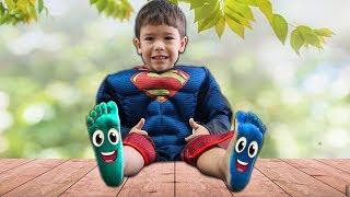 Canção da Família dos Dedos | Learn colors for kids with Feet Painting - Colors Song