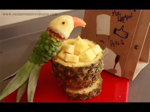 Un loro con una pi a i recetas de cocina youtube - Pinas decoradas para centro de mesa ...