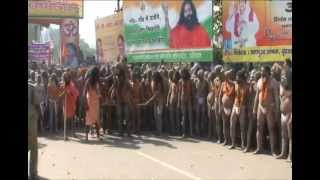 Голые святые на празднике Кумбха-Мела