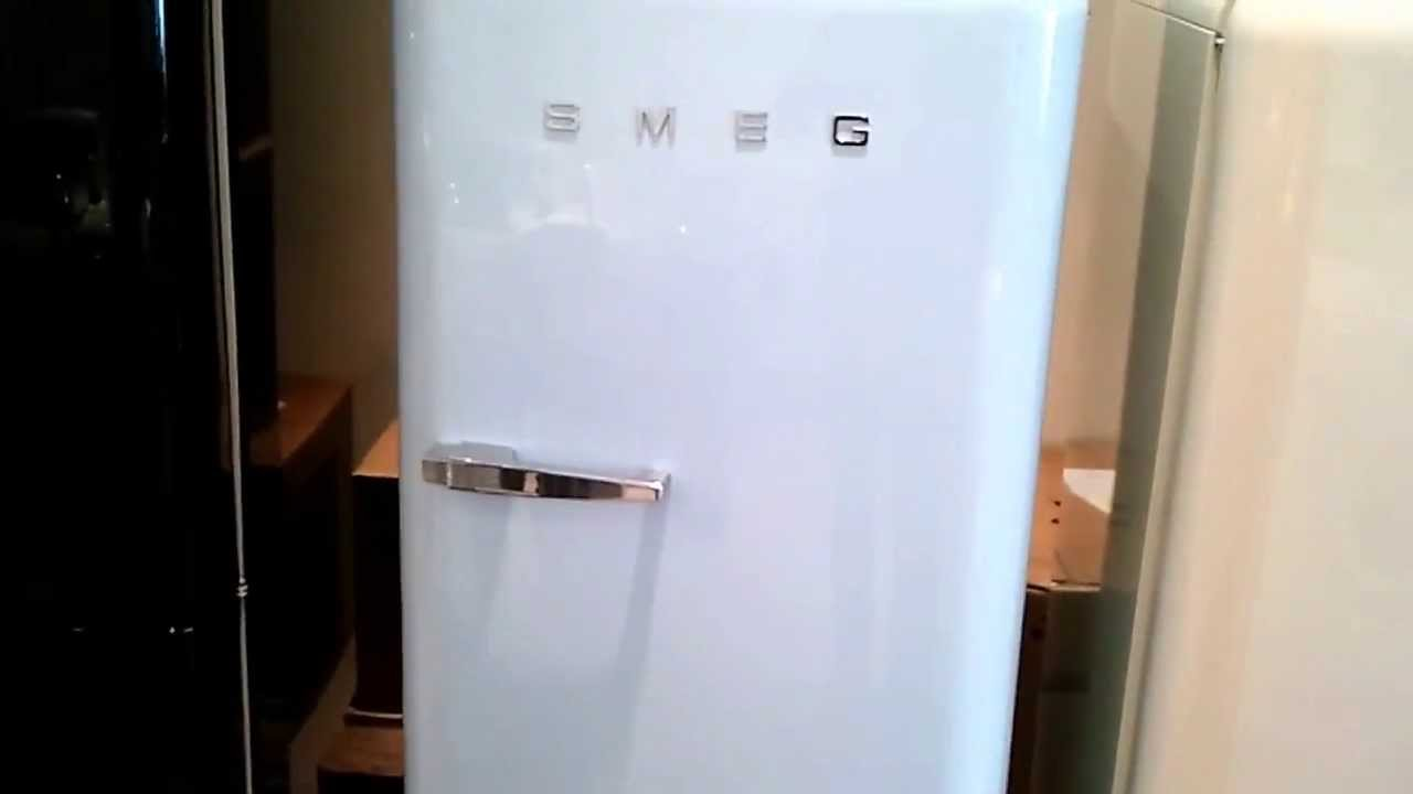 FAB28RAZ1 video   SMEG retro koelkast pastelblauw   De Schouw Witgoed   YouTube