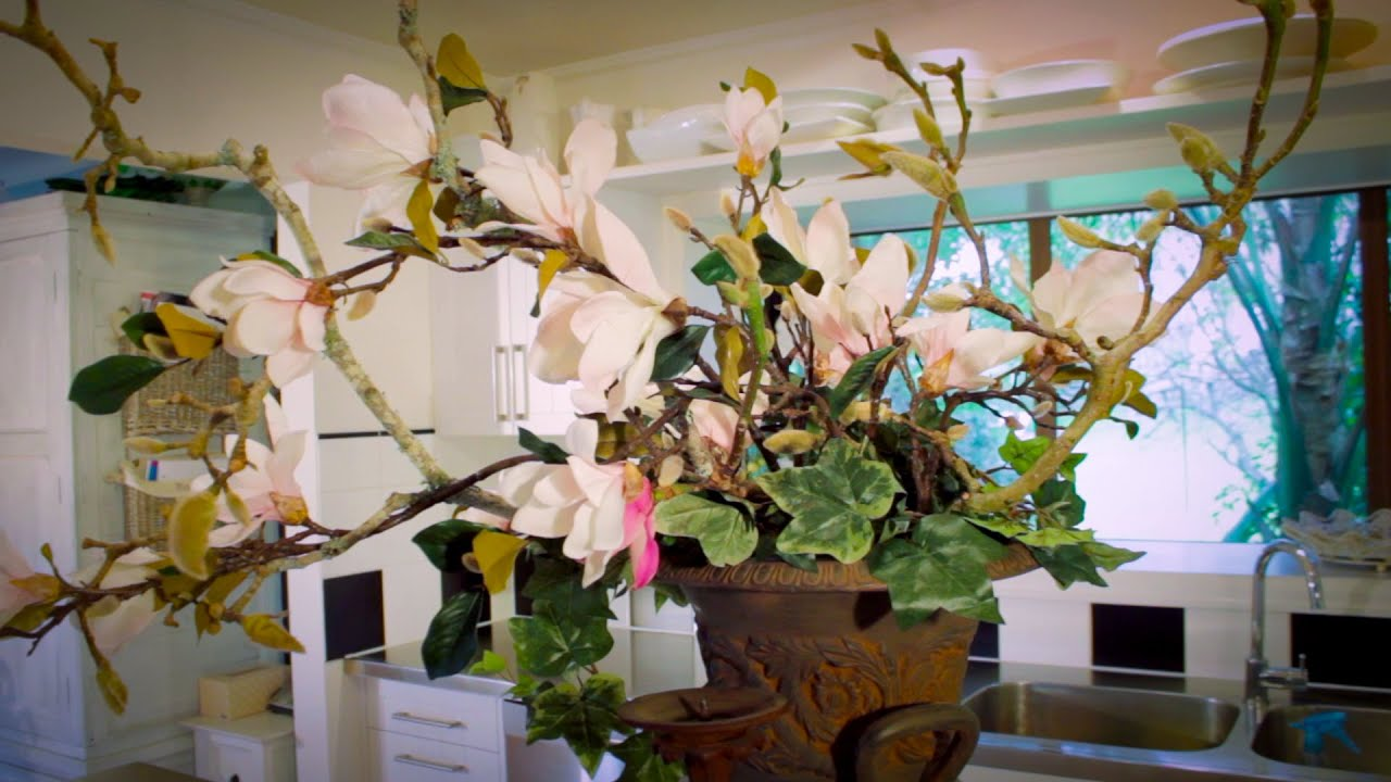 How To Arrange With Magnolias Floristry Tutorial Youtube