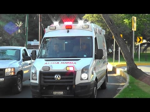 *SUPER RARE* Medical Care 911 ambulance 1 responding w/ WHELEN EXECUTOR SIREN @ Mexico City