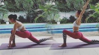 Sophia Latjuba Tampak Seksi dan Luwes Peragakan Gerakan Yoga