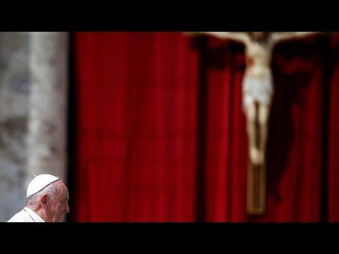 البابا فرنسيس: أشعر بالألم لما حدث لكاتدرائية نوتردام  - 14:54-2019 / 4 / 17