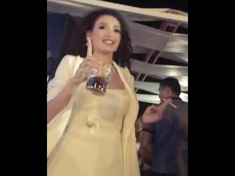 Айжан Байзакова в клубе танцует