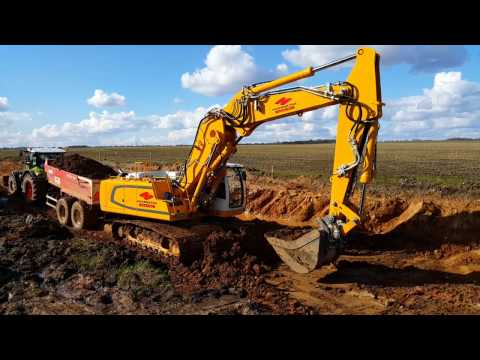Liebherr R 946 Litronic | Loading Claas Axion 850 with Beco tipper | Hoornstra N.V.