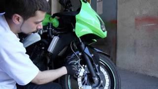 Замена тормозной жидкости на мотоцикле. Прокачка тормозов.(, 2013-06-18T00:09:06.000Z)