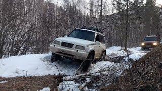 Suzuki Escudo с блокой ДАК и Land Rover Discovery 2 пробуют покорить одну из вершин хребта Черского