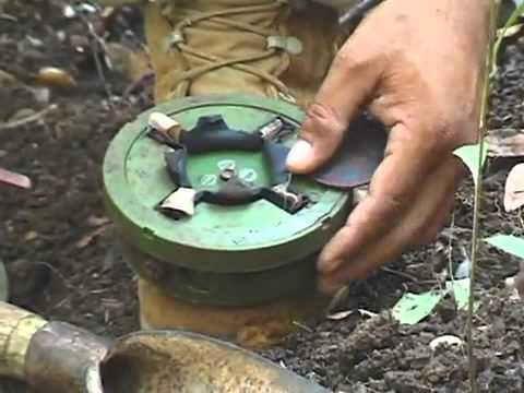 Cambodian shows how to disarm a mine