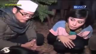 Video Dua Dunia - Rumah Pocong Banguntapan [Full Video] 25 Oktober 2013 download MP3, 3GP, MP4, WEBM, AVI, FLV Juni 2018