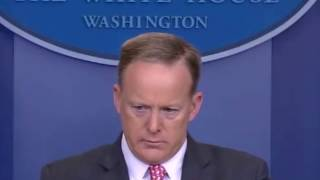 Fly lands on Sean Spicer's Head