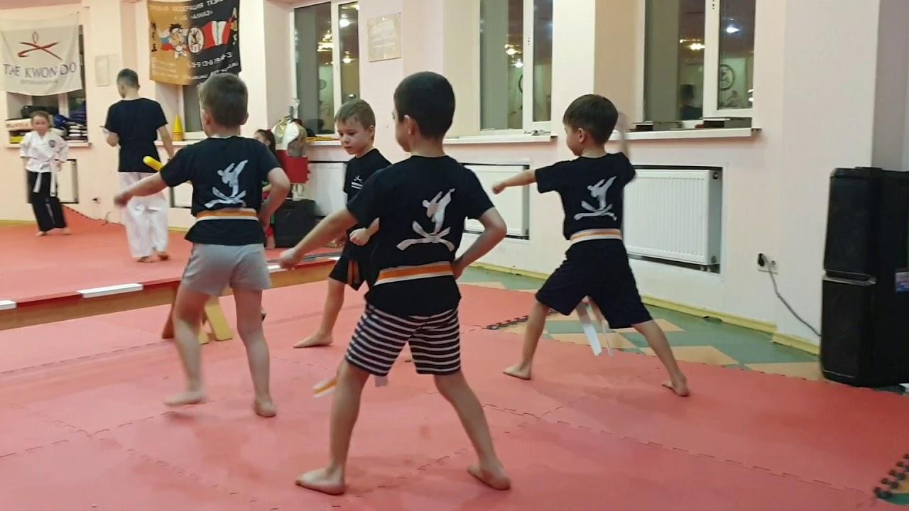 Приглашает мальчишек и девчонок от 4-х лет и старше на занятия по Тхэквондо .