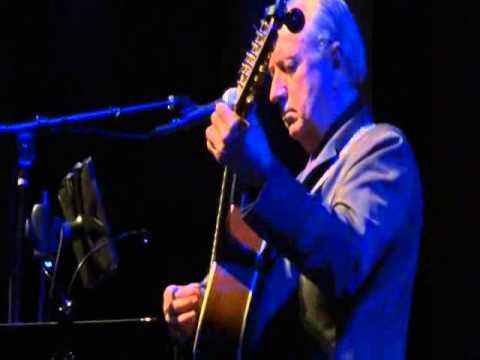 Michael Nesmith performs