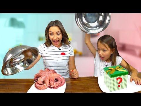 ОБМАНИ МАМУ Челлендж ЗАМЕНА Mystery Box Cake Switch Up Challenge / Вики Шоу 13+