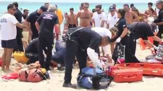 LIFEGUARD IN MIAMI BEACH SAVE A DROWNING GUY 08 12 2015